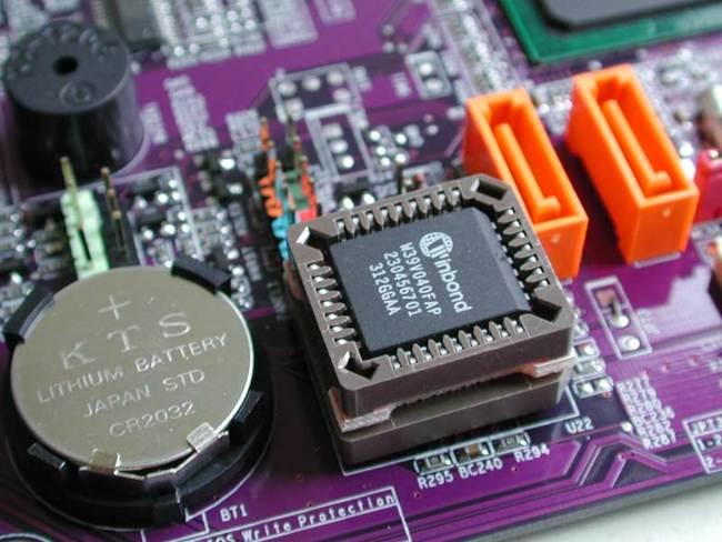 BIOS работает даже при выключенном компьютере от батарейки в виде монетки